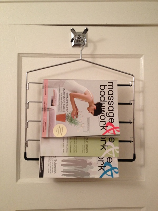 Hanger display for magazines